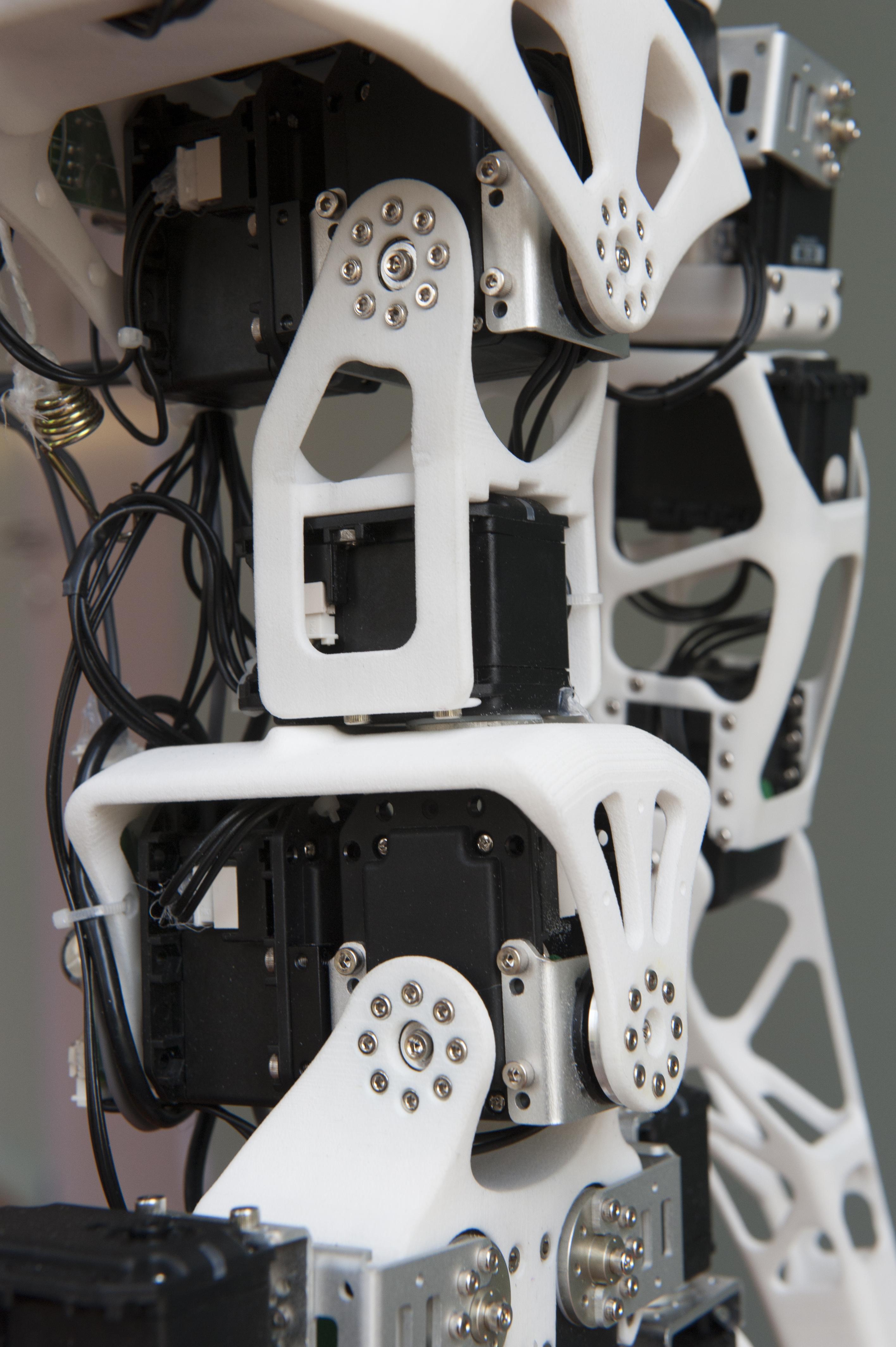 imprimez votre robot humano de la maison avec le projet poppy 3dnatives. Black Bedroom Furniture Sets. Home Design Ideas