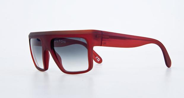 Półprzezroczysta czerwień to jeden z kolorów, który mogą wybrać klienci Boulton Eyewear