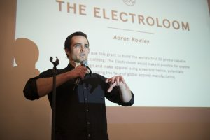 Aaron Rowley lors de la remise du prix Alternative Apparel