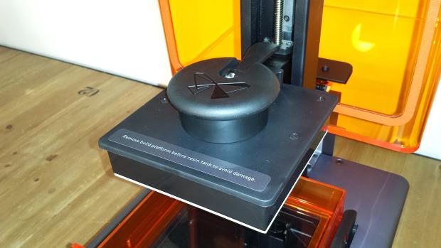 La Form 1+ imprime à l'envers, une spécificité de la technologie SLA