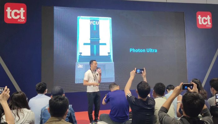 Anycubic's vice president James Ouyang introduced new products at TCT Show (PRNewsfoto/Anycubic)