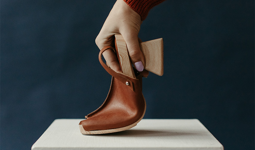 wooden heeled clog by HILOS