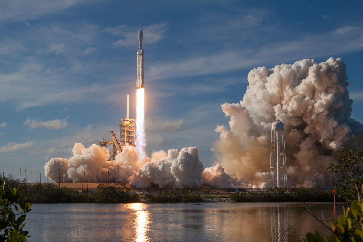 Rocket ship takeoff SpaceX