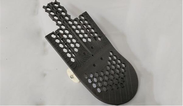 sd3d-3d-prints-complete-skateboard-for-braille-skateboarding-including-wheels-4