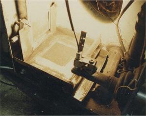 Una foto del primer prototipo de impresora SLS que data de 1986.