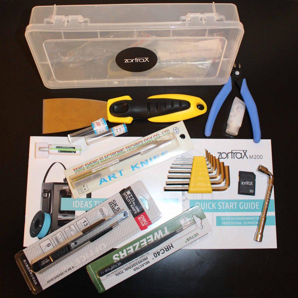 Les accessoires et outils qui accompagnent la Zortrax.