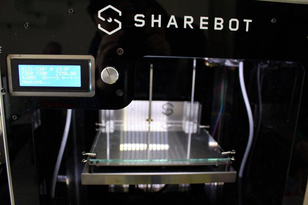 La ShareBot NG présente un large volume d'impression de un volume d'impression de 230 x 195 x 200 mm