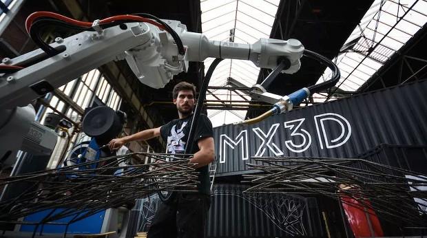 Le robot MX3D Metal permettra d'imprimer en 3D le pont