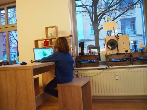 Le café propose des ateliers et formations pour les plus petits comme pour les plus grands