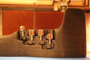 Le F-F-Fiddle a été fabriqué à partir d'une simple imprimante 3D maison