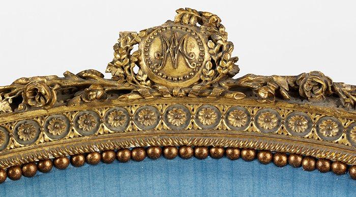 La partie la plus abimée du fauteuil royal