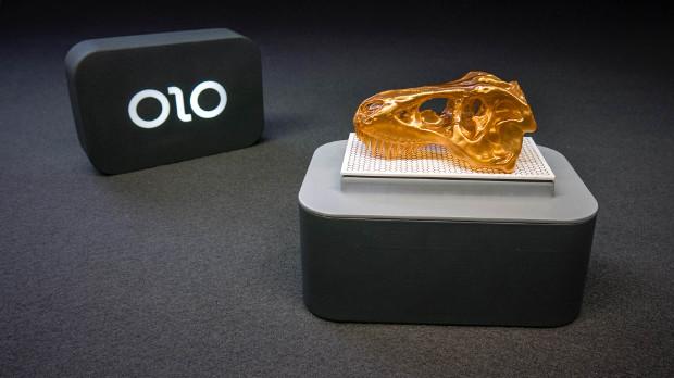 En 2 parties, la OLO utilise la lumière de votre téléphone pour solidifier une résine liquide