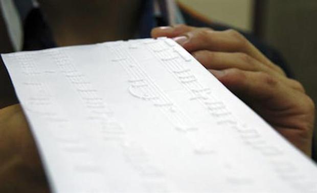 Un exemple de partition imprimée en 3D reposant sur Tactile
