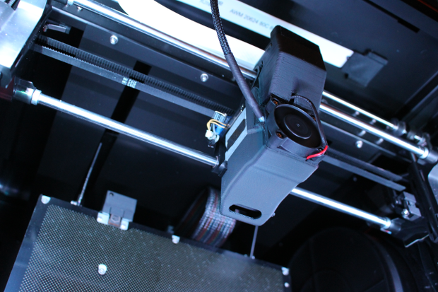 Zoom on the printer extruder