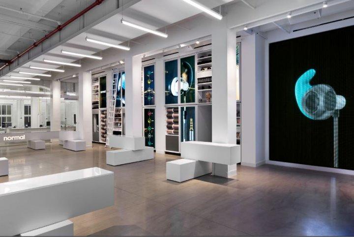 À New-York, la boutique Normal propose d'imprimer directement en magasin des écouteurs d'oreilles personnalisés