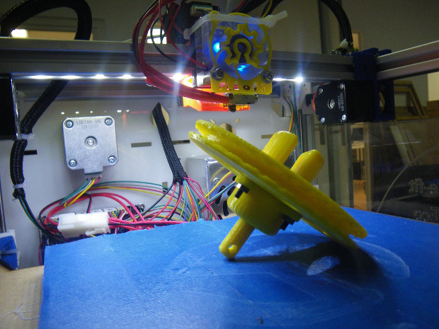 Un emmagasineur imprimé en 3D pour enrouler la voile avant du bateau