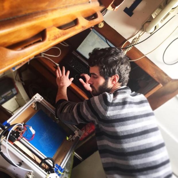 L'imprimante 3D Mondrian installée dans la cabine du voilier
