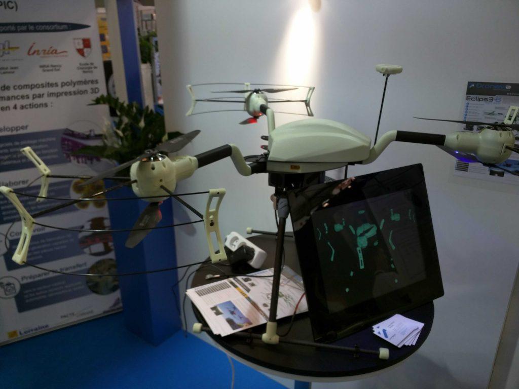 Drone luminescent sur le stand des Ateliers de Cini