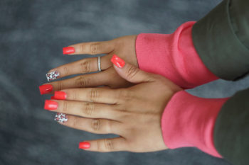 Des ongles imprimés en 3D sur mesure, futur de la manucure?