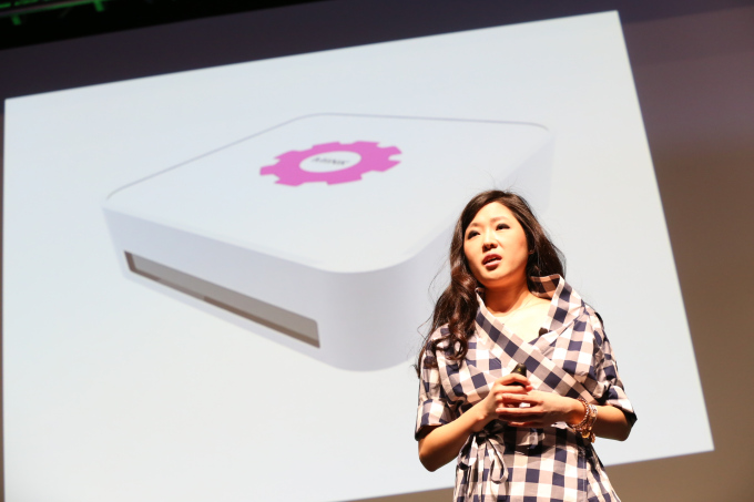 Grace Choi présentait son imprimante 3D de maquillage à New-York